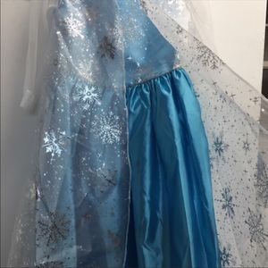 Offers welcome! NWT Disney Frozen Elsa costume 2T